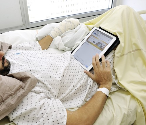 photo -patient avec tablette wifi